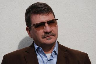 365 üzleti történet, Fegyveres Fiskál Gábor