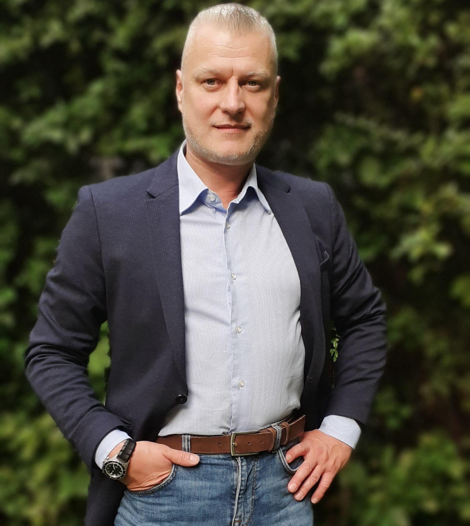 Antolik Gyula, 365 üzleti történet